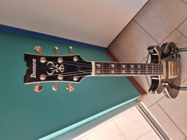 Ibanez electric guitar w/case and accessories - 2/8