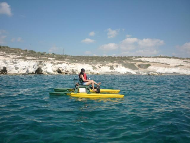 Fast, stable, light and agile human-powered Watercraft : Waterbike - 5/6