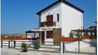 Detached villa with private swimming pool near the beach - Image 1/9