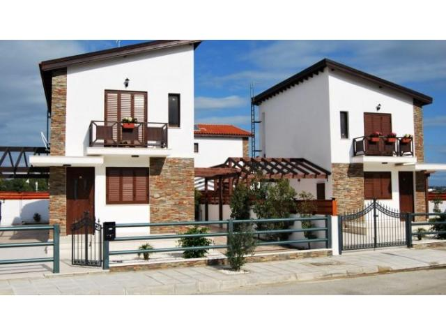 Detached villa with private swimming pool near the beach - 2/9