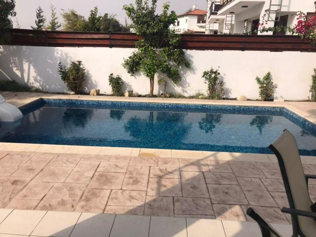 Detached villa with private swimming pool near the beach - 8/9
