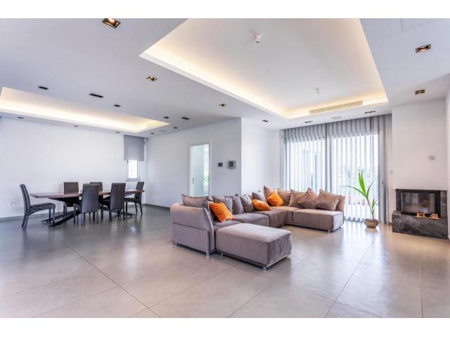 RN SPS 215 / 5 Bedroom villa in Agia Fyla area – For sale - 8/14