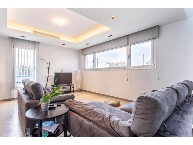 RN SPS 215 / 5 Bedroom villa in Agia Fyla area – For sale - 10/14